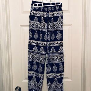 Blu Pepper patterned pants with pockets
